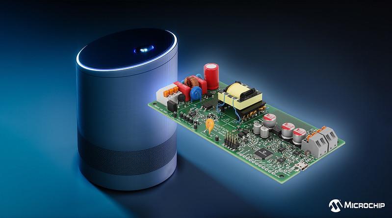 Microchipが2次側マイクロコントローラで1次側電力を制御できる電力制御リファレンス デザインを提供
